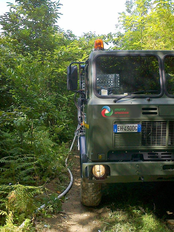 camioncino esclusivo di Gruppo Spaggiari per il trasporto e il rifornimento di acqua potabile e pulita anche nelle aree disagiate